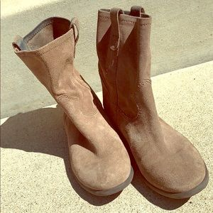 Vince Camuto 7.5 Tan Suede Slouchy Ankle Booties